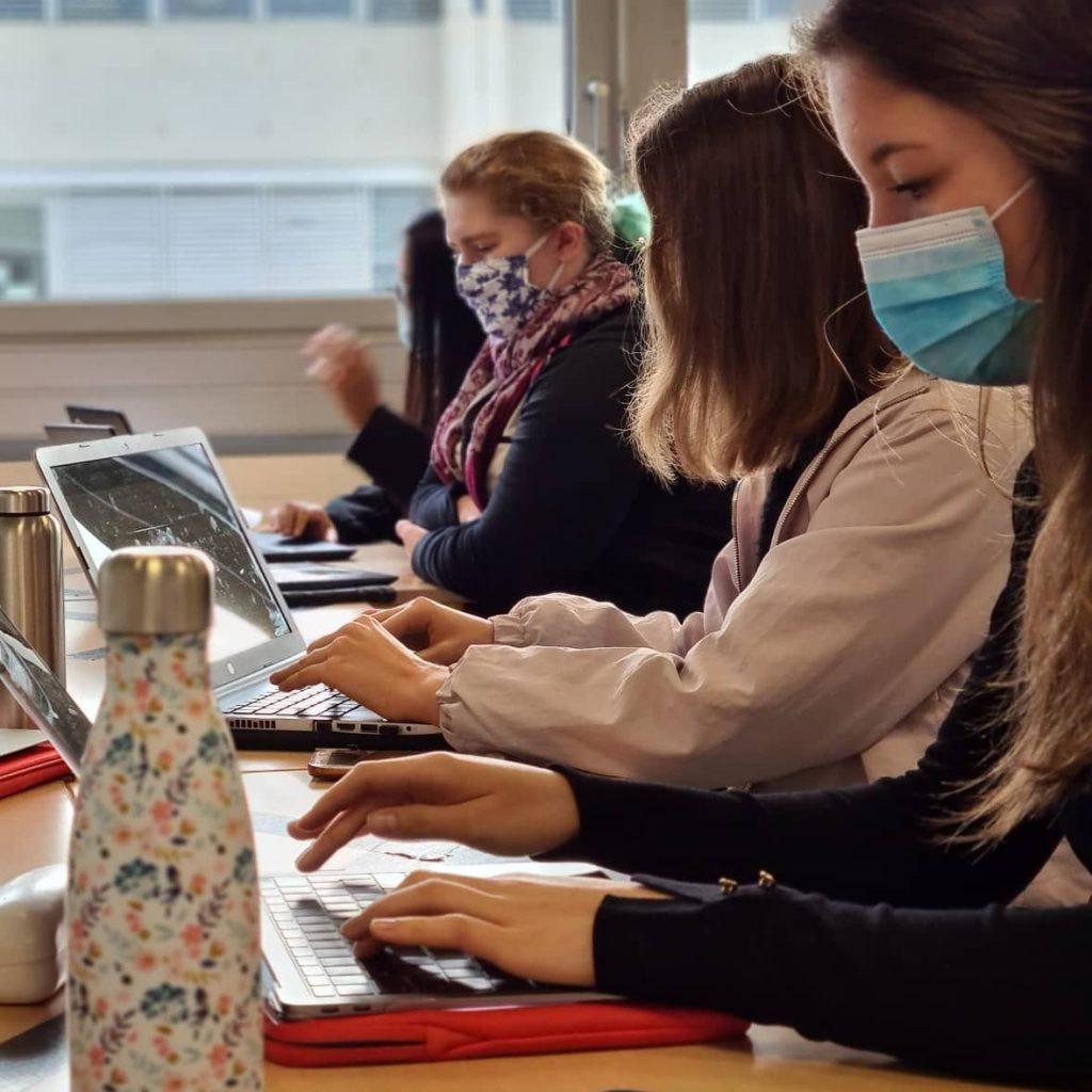 Etudiants en équipe projet - semaine ATD